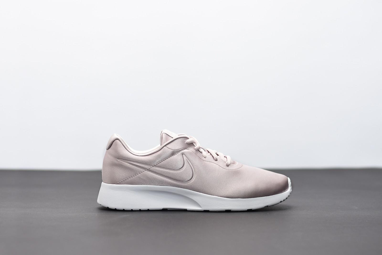 Dámské Tenisky Nike WMNS TANJUN PREM  899cfc589a