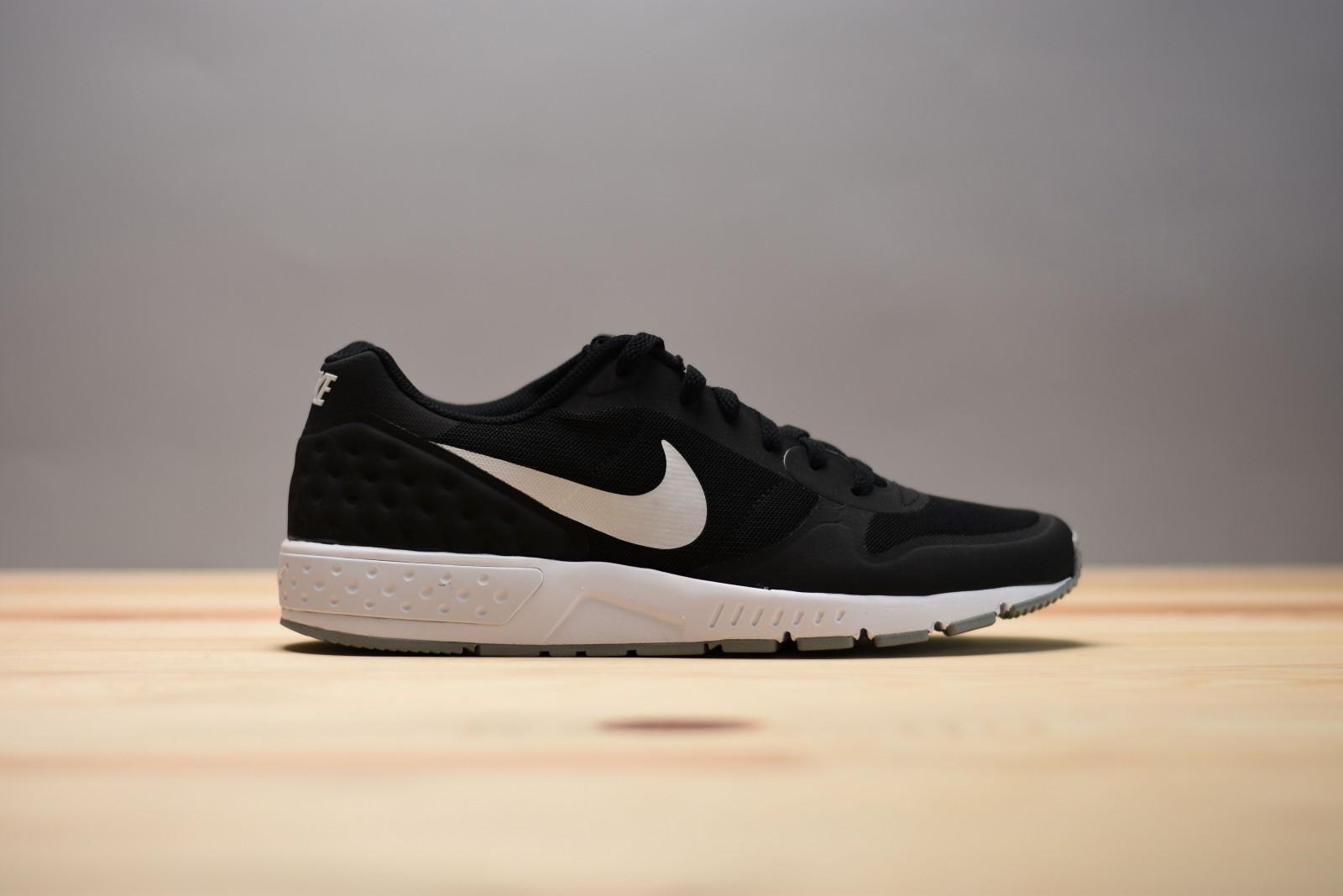 great fit best website multiple colors Pánské tenisky Nike NIGHTGAZER LW SE